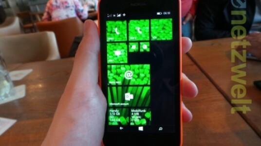 Das Nokia Lumia 630 ist das erste Dual-SIM-Smartphone mit Microsofts Handy-OS Windows Phone. Die Verwaltung der beiden SIM-Karten ist dabei gut gelöst. Netzwelt stellt das Lumia 630 in einem kurzen Hands-on näher vor.