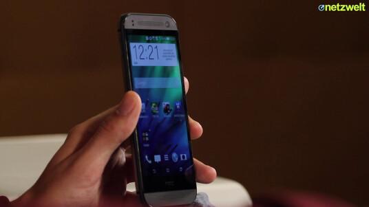 Das HTC One mini 2 sieht ähnlich edel aus wie das HTC One (M8). Unter der Haube werkelt jedoch andere Hardware. Wo genau die Unterschiede zwischen dem M8 und dem kompakteren One mini 2 liegen und ob sich der Kauf trotzdem lohnt, verrät der ausführliche Test von netzwelt.