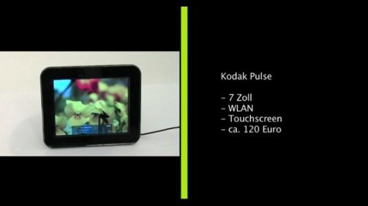 Kodakt stattet seinen sieben Zoll großen digitalen Bilderrahmen Pulse mit einem WLAN-Modul aus. Das Gerät ruft über die drahtlose Internetverbindung Fotos direkt aus Kodaks Online-Galerie oder aus Facebook-Profilen ab.