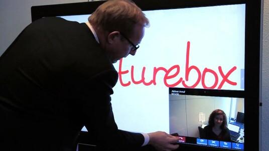 Das mondopad von Infocus ist eine Art professionelle Videokonferenz-Lösung für den Mittelstand. Man könnte es aber auch als riesigen Tablet-Computer bezeichnen. Netzwelt hat das Gerät ausprobiert und auch eine Runde Angry Birds auf dem 55-Zöller gespielt.