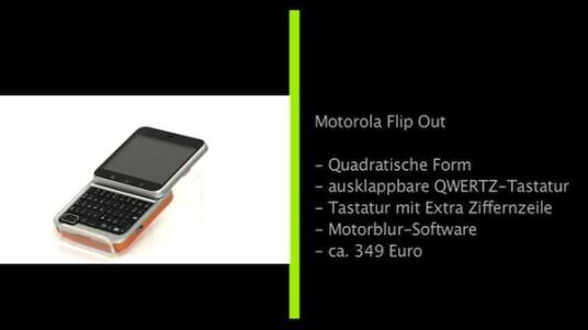 Das Motorola Flip Out ist ein kompaktes Smartphone in quadratischer Bauform. Hinter dem kleinen Display verbirgt sich eine vollwertige QWERTZ-Tastatur inklusive gesonderter Ziffernzeile. Dank austauschbarer Cover lässt sich das Handy auch schnell personalisieren.