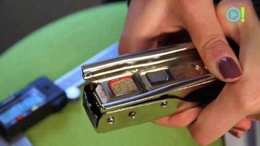 Sie besitzen ein iPhone 5 aber haben keine Lust noch einmal extra Geld für eine Nano-SIM-Karte auf den Tisch zu legen? Dann schneiden Sie sich Ihre SIM- oder Micro-SIM-Karte doch einfach selbst auf die richtige Größe. Das Video zeigt wie dies funktioniert.