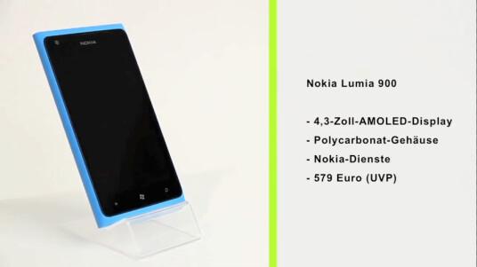 Mit dem Lumia 900 präsentiert Nokia das Flaggschiffmodell seiner Windows Phone-Smartphone-Reihe. Gegenüber den anderen Lumia-Modellen hebt es sich mit seinem größeren Display und einer Frontkamera ab.
