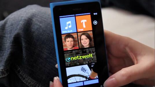 Lisa und Jan diskutieren in der neuen Folge von netzwelt-TV über das Nokia Lumia 900 und den bevorstehenden Marktstart von Windows Phone 8.