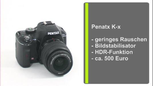 Pentax bietet mit der K-x eine sehr gut ausgestattete Spiegelreflexkamera für Einsteiger an. Der Hersteller Optischer verbaut einen ordentlichen Bildstabilisator und einen Bildsensor im DX Format., Zusätzlich überzeugt die Kamera mit gelungenen und rauscharmen Bildern.