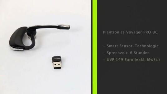 Das Bluetooth-Headset Voyager PRO UC von Plantronics kann für das freihändige Telefonieren mit Smartphone oder Rechner genutzt werden. Der Hersteller bewirbt das Gerät mit der Smart Sensor-Technologie, die die Rufannahme ohne Knopfdruck lediglich durch ein Aufnehmen des Headsets ermöglicht.