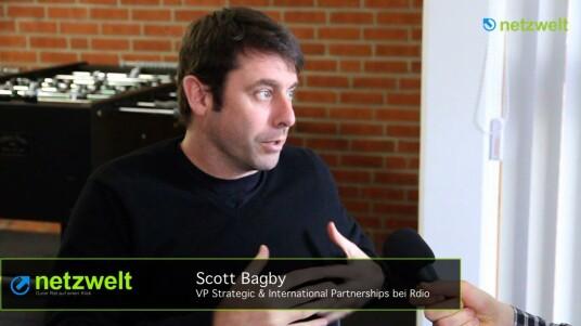 Rdio-Manager Scott Bagby spricht über soziale Netzwerkfunktionen des Musikstreaming-Dienstes und das Geschäftsmodell. Das Videointerview mit dem Vice President Strategic & International Partnership wurde auf Englisch geführt.