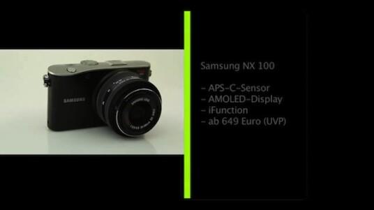 Im kompakten Gehäuse der Systemkamera NX100 von Samsung steckt nur hochwertige Technik: Ein großer CMOS-Bildsensor im APS-C-Format, ein AMOLED-Bildschirm und die Wechselobjektive bringen sich mit der iFunction in die Bedienung der Kamera ein.