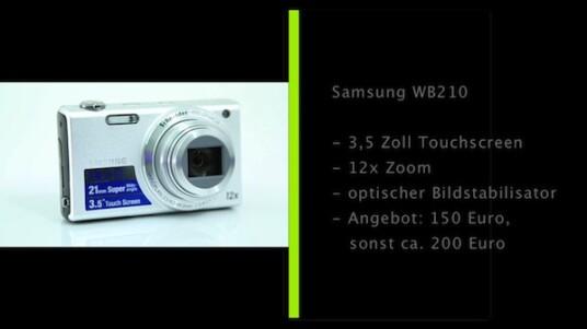 Die Samsung WB210 verfügt über eine große Brennweite, die umgerechnet ins Kleinbildformat von 24 bis 288 Millimeter reicht und einem zwölffachen Zoom entspricht. Die Bedienung erfolgt über einen 3,5 Zoll großen Touchscreen.