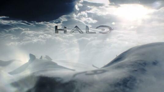Ein Wanderer in der Wüste. Die eigene Gestalt, verborgen durch eine mitgenommen aussehende Robe. Ob aus Schutz vor der Sonne oder lediglich, um das eigene Angesicht vor potenziellen Feinden zu verbergen? Man weiß es nicht. Man weiß auch nicht, wer sich darunter verbirgt. Zumindest zunächst nicht. Doch dann geschieht Unglaubliches... Erscheinen wird das neue Halo exklusiv für die Xbox One.