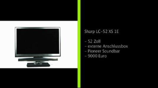 Sharps LC-52 XS 1E fällt durch seine Pioneer Soundbar und die externe Anschlussbox auf. Leider schneidet der 9000 Euro teure 52-Zöller bei der Bildqualität nur mäßig ab. Ein weiteres Manko sind die kleine Menüschrift und die zum Teil ebenfalls recht kleinen Tasten der Fernbedienung.