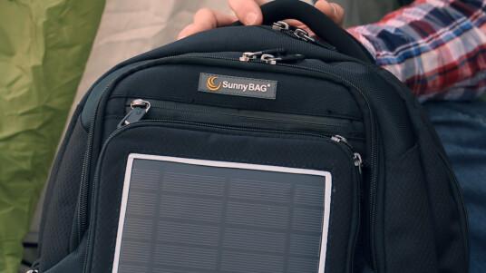 Möge die Kraft der Sonne stets mit euch sein! Wer den Solarrucksack SunnyBag Explorer 2 auf dem Rücken trägt, produziert seinen Strom für Gadgets einfach selbst. Ob dies klappt, verrät der ausgeschlafene Testbericht.