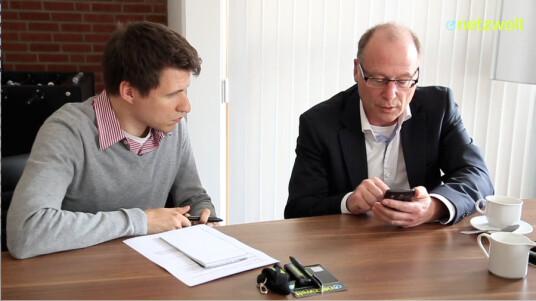Mit Swype Plattform 1.0 mixt Nuance seine Produkte Dragon Dictation und Swype zu einer neuartigen Eingabemethode für Touchscreen-Geräte. Reimund Schmald, Mobile Marketing Manager bei Nuance, präsentierte netzwelt die Swype Plattform 1.0 noch vor dem Marktstart.