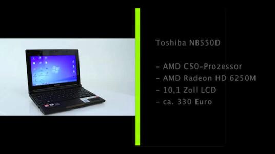 Netbook mit neuer Rechentechnologie: Im Toshiba NB550D steckt die Brazos-Plattform von AMD, bei der Prozessor und Grafikkarte als eine Recheneinheit fungieren. Das Netbook überzeugt größtenteils im Test, vor allem das Tastatur-Layout sorgt aber für Punktabzüge.