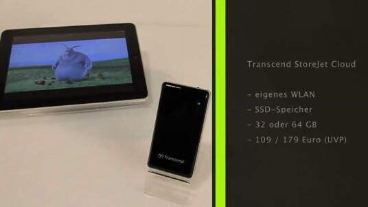 Die StoreJet Cloud erweitert den Speicher von Tablets und Smartphones. Dank eines Akkus streamt der SSD-Speicher Videos, Musik und Fotos über sein eigenes WLAN-Netz an jedem Ort.