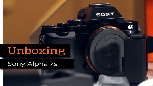 Unboxing Sony Alpha 7S
