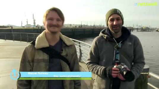 Netzwelt war mit Fotograf Marcel Ruhnau in Hamburgs HafenCity unterwegs und konnte dabei die Retro-Systemkamera Olympus OM-D E-M1 antesten. Das Video verrät wie sich die OM-D E-M1 im Alltag schlägt und wo die Unterschiede zu einer DSLR wie der Nikon DF liegen.