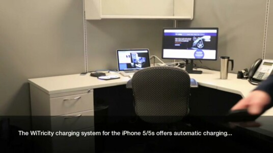 WiTricity hat auf der CES 2014 in Las Vegas ein drahtloses Ladeset für das iPhone 5 beziehungsweise iPhone 5s vorgestellt. Es lädt das iPhone 5s auch über kurze Entfernungen.