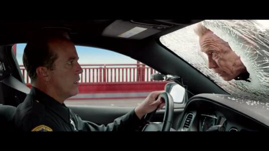 Arnold Schwarzenegger schlüpft in dem Action-Film Terminator Genisys wieder in die Rolle der elektronischen Killer-Maschine. Im zweiten Trailer zum neuen Kinofilm sehen wir sowohl Arnold Schwarzenegger in seiner Paraderolle als T-800, als auch einige neue Gesichter. John Conner (gespielt von Jason Clarke) schickt seinen Freund Kyle Reese (Jai Courtney) per Zeitmaschine zurück ins Jahr 1983 um seine Mutter zu beschützen. Terminator Genisys kommt am 09. Juli 2015 in die deutschen Kinos.