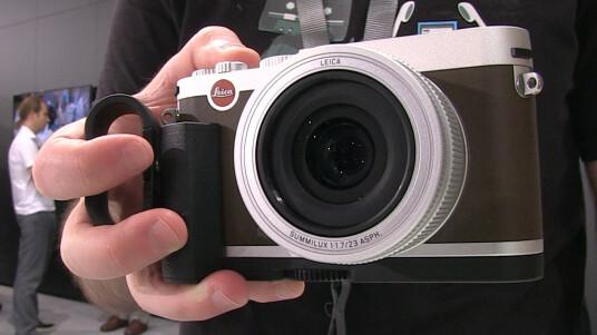 Die neue Edel-Kompaktkamera im Metallgehäuse schindet mächtig Eindruck und fühlt sich sehr wertig an. Welche Talente noch in ihr schlummern, erfahrt ihr im Video.