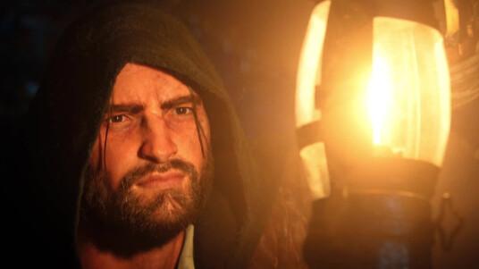 Nach dem missglücktem Start von Assassin´s Creed Unity kündigte Ubisoft an den Käufern des Open World-Titels eine Entschädigung zukommen zu lassen. Nun ist es soweit, alle Hobby-Assassinen erhalten den Dead Kings-DLC, welcher die Solo-Kampagne fortsetzt und euch in die Grabstätten verstorbener Könige führt, als kostenlosen Download. Die Erweiterung enthält außerdem neue Open World-Aktivitäten, Nebenmissionen, neue mysteriöse Mordfälle, Rätsel und kooperative Mehrspielermissionen. Der Cinematic-Trailer erstrahlt wieder einmal in grafischem Hochglanz und zeigt Arno beim Kampf gegen organisierte Grabräuberbanden. Der DLC ist ab dem 13. Januar für Xbox One und PC, und am 14. Januar für PS4 erhältlich.
