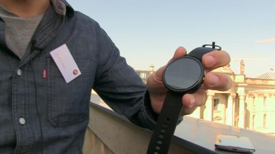 Auf der IFA in Berlin konnte netzwelt die Smartwatch Motorola Moto 360 ausprobieren. Das Hands on liefert erste Eindrücke von der runden Uhr.