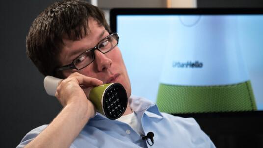 Äußerlich überrascht das Telefon von UrbanHello durch seine ungewöhnlich Form. Ob es auch von den inneren Werten überzeugt, erfahrt ihr im Video.
