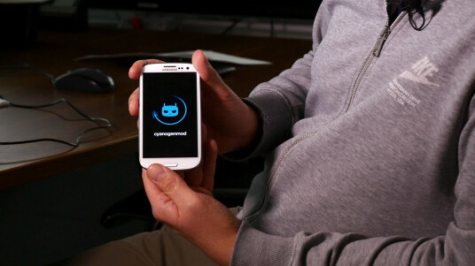 In dieser Videoanleitung zeigen wir euch Schritt für Schritt, wie ihr ein alternatives Betriebssystem, eine sogenannte Custo-ROM auf euerem Samsung-Smartphone installieren könnt.