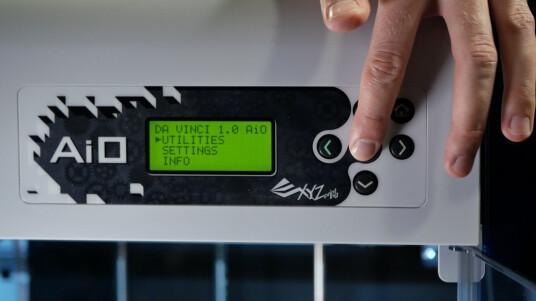 Was es vor dem ersten Betrieb des 3D-Druckers zu beachten gibt, erfahrt ihr im Video.