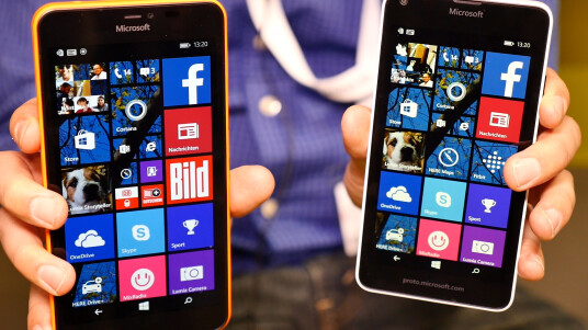 Wir konnten uns auf der CeBIT 2015 schon vorab Microsofts neue Smartphones Lumia 640 und Lumia 640 XL ansehen. Unseren Ersteindruck erfahrt ihr hier.