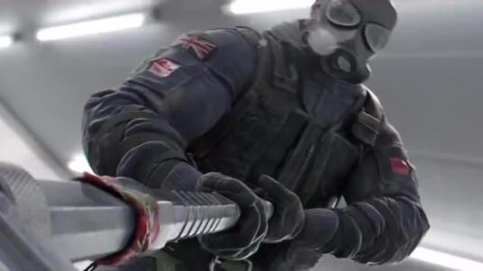 Ubisoft kündigt mit dem obigen Cinematic-Trailer den offiziellen Release-Termin des taktischen Mehrspieler-Shooters Rainbow Six Siege an. Im Spiel tretet ihr in sogenannten Close-Quarter-Gefechten gegen andere Spieler an. Ein Team schlüpft in die Rolle einer Spezialeinheit und das andere übernimmt die Verbrecher. Rainbow Six Siege ist ab dem 13. Oktober 2015 für PC, PS4 und Xbox One erhältlich.
