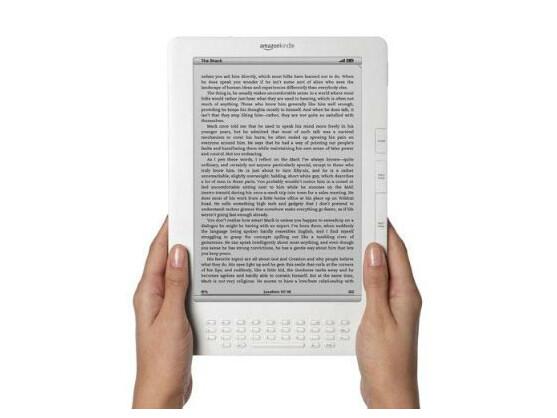 Der neueste Kindle DX ist deutlich größer als die bisher von Amazon verfügbaren Lesegeräte für elektronische Medien.