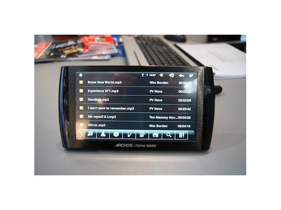 Die Bedienung des Android-Tablets erfolgt ausschließlich über den berührungsempfindlichen Bildschirm.