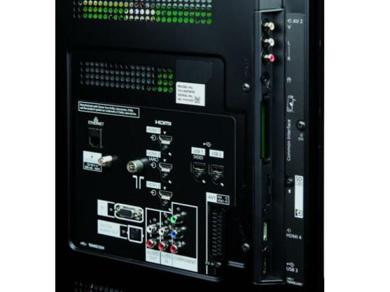 Der 42-Zöller ist mit gleich drei USB-Schnittstellen bestückt und somit bestens auf Multimedia-Zubehör vorbereitet.