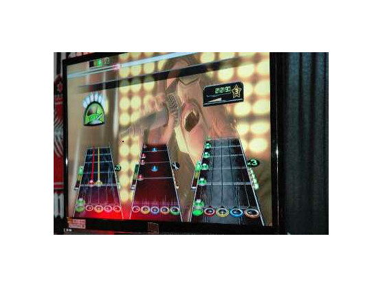 Einmal Rockstar sein: Guitar Hero macht's möglich. Doch die Musiksimulation wird eingestellt.