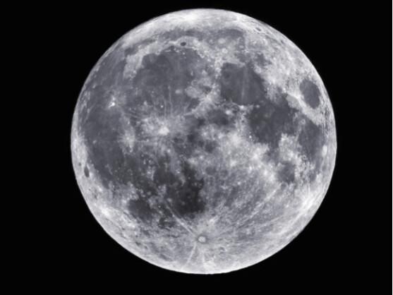 Neue Gesteinsanalysen legen nahe, dass der Mond deutlich jünger ist als bisher gedacht.