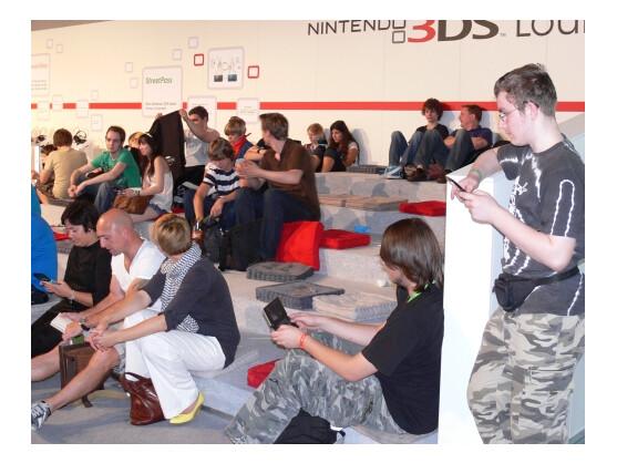 Nicht nur auf der Gamescom ist der Nintendo 3DS beliebt. In Deutschland hat das Modell Nintendo zufolge einen guten Start hingelegt.