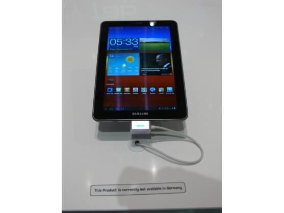 """Das Samsung Galaxy Tab 7.7 (Bild) durfte auf der IFA nicht gezeigt werden. Sein """"großer Bruder"""", das Galaxy Tab 10.1, darf nun nach einem Urteil des Landgerichts Düsseldorf nicht mehr in Deutschland verkauft werden."""