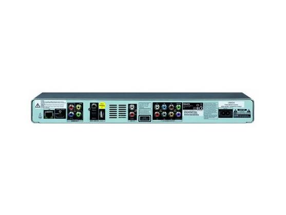 Üppig bestückte Rückseite: Rechts der analoge 7.1-Ausgang, links die LAN-Buchse und die zweite USB-Schnittstelle.