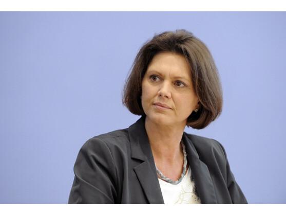 Die Verbraucherschutzministerin Aigner wendet sich erneut gegen Facebook.