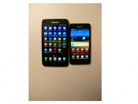 Das aktuelle Galaxy Note besitzt ein 5,3-Zoll-Display (hier links neben dem Galaxy S2).