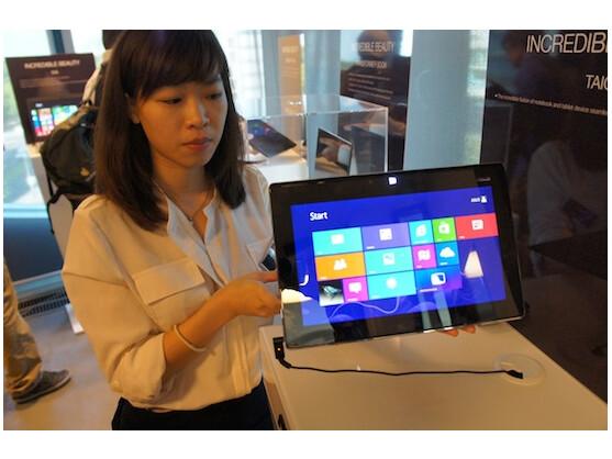 Asus Taichi: Dieses ungewöhnliche Notebook verfügt über zwei Bildschirme. Der Inhalt lässt sich vom Nutzer anpassen. So wird zum Beispiel der Inhalt des Haupt-Displays einfach gespiegelt.