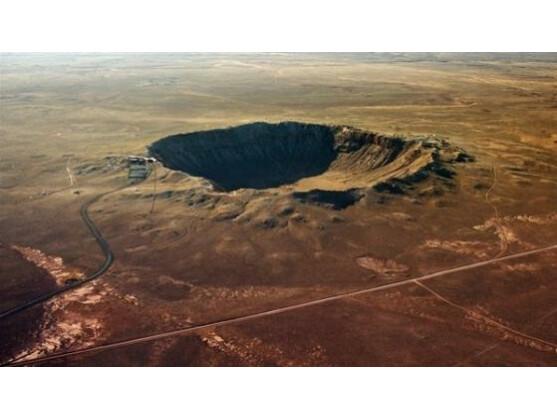 Der Barringer-Krater ist durch den Einschlag eines 50 Meter großen Asteroiden entstanden.