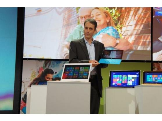 Die Schutzhülle von Microsofts Tablet-PC Surface verwandelt sich in eine Tastatur.