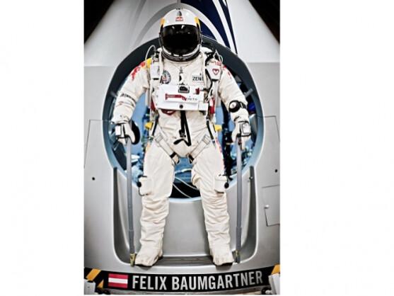 Felix Baumgartner springt um ca. um 14 Uhr deutscher Zeit aus rund 36.000 Metern Höhe.