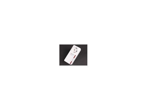 Mit einer durchleitenden Steckdose geht bei den Adaptern von AVM kein Stromanschluss verloren. Auch die Durchsatzwerte mit rund 75 Megabit pro Sekunde überzeugen.