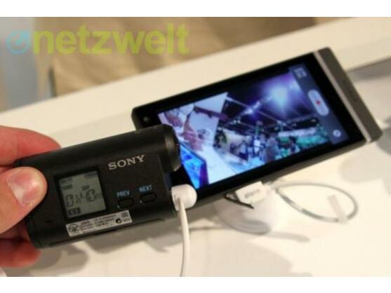 Der HDR-AS15 von Sony überträgt das Bild per WLAN direkt auf Smartphones.