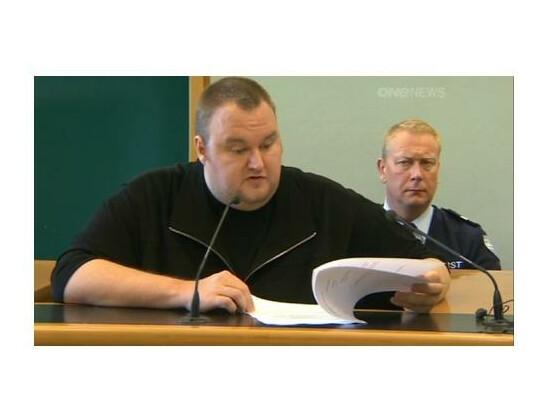 Kim Dotcom sagte vor Gericht, er erhalte unmoralische Angebote im Gefängnis.