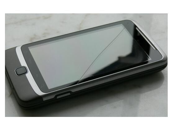 Eine kleine Unachtsamkeit reicht zumeist aus und moderne Smartphones nehmen Schaden. Netzwelt stellt vier Modelle vor, die mehr aushalten als ein durchschnittliches Smartphone.