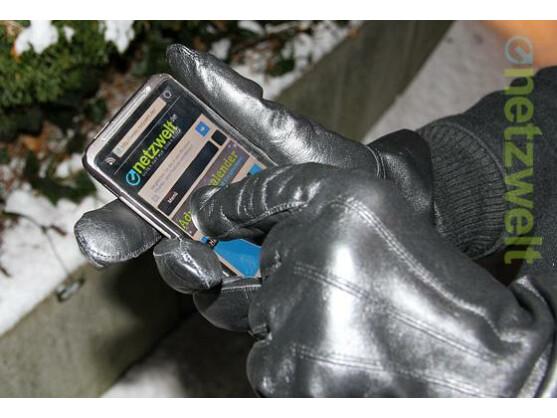 Netzwelt verrät, wie Sie im Winter ihr Smartphone auch mit Handschuhen bedienen können.